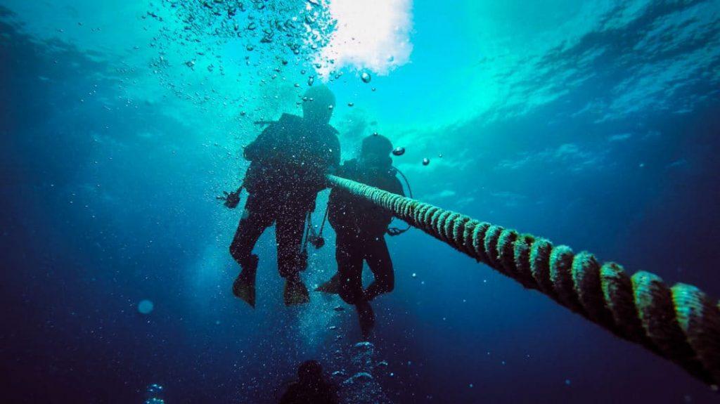 Buzo de aguas profundas