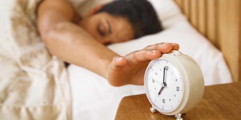 Los motivos por los que te cuesta despertar en las mañanas